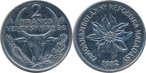 2 франка 1982 Мадагаскар — Пуансеттия прекраснейшая или молочай прекраснейший